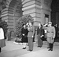 Ontvangst van Prinses Juliana en prins Bernhard bij het Bondspaleis in Bern, Bestanddeelnr 252-1992.jpg