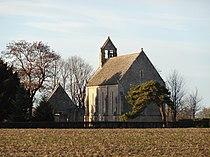 Périers-sur-le-Dan (14). L'église vue de la route.JPG