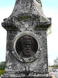 Périgueux cimetière nord tombe Louis Mie relief.JPG