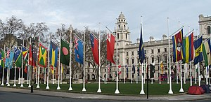 Drapeaux des États membres du Commonwealth à Londres.