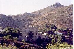 Γυναικεία μονή της Ζωοδόχου Πηγής. Στο βάθος η υψηλότερη κορυφή της Πάτμου, Πρ. Ηλίας