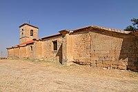 Pedrosillo el Ralo, Iglesia, fachada posterior con contrafuertes.jpg
