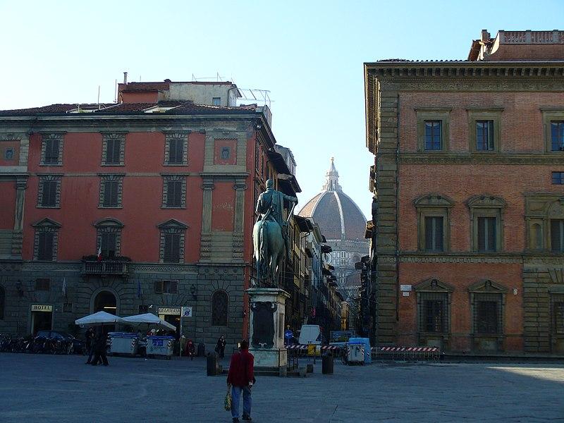 File:Piazza Santissima Annunziata 2.JPG