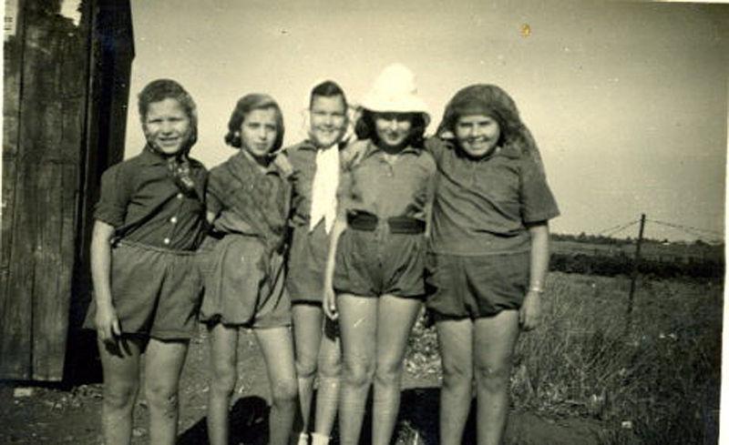 נערות צופית בשנות הארבעים