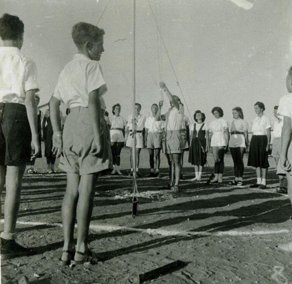 הנפת הדגל במחנה תנועת הצופים