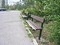 Plaňanská, poškozená lavička.jpg