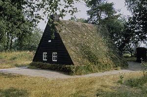 Ellert en Brammert (museum) - Image: Plaggenhut voor jong gehuwden. De plaggenhut is afkomstig uit Schoonoord en staat nu in het Openluchtmuseum Ellert en Brammert te Schoonoord. Schoonoord 20355450 RCE