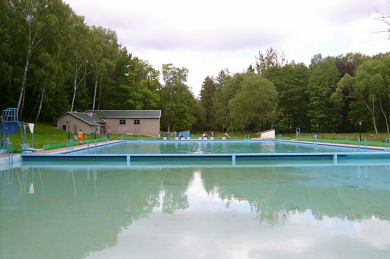 File:Połczyn Zdrój - basen.jpg