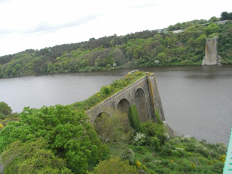 Ancien pont de La Roche-Bernard (Morbihan - Bretagne - France) sur la Vilaine.