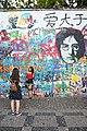 Praha-turisté-u-Lennonovy-zdi2019b.jpg