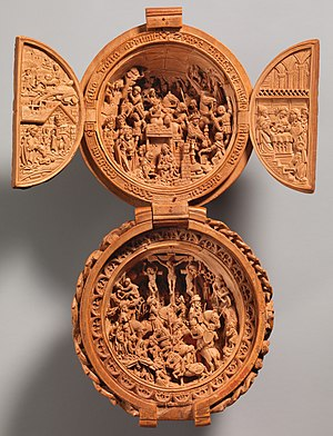 """Gothic boxwood miniature - """"Prayer Bead with the Adoration of the Magi and the Crucifixion"""", South Netherlandish. H: 11.2cm, 1500–1510"""