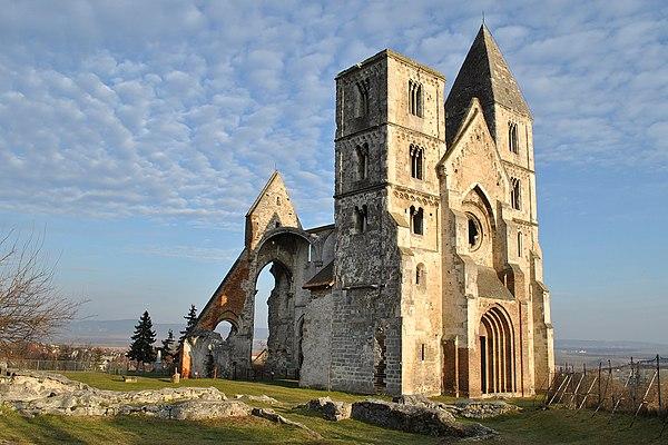 HUNGRÍA: Ruinas del monasterio premonstratense de Zsámbék.