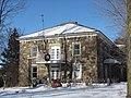 Presbytère de Saint-Valérien-de-Milton.jpg