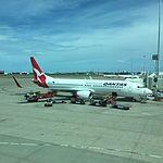 Qantas 737-800 VH-XZG at BNE (30445667830).jpg