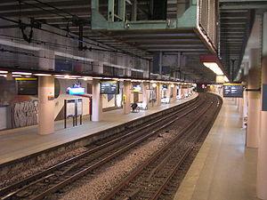 Pereire – Levallois (Paris RER) - Image: RER Pereire quais
