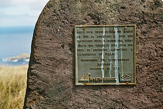 Sirolimus - A plaque, written in Portuguese, commemorating the discovery of sirolimus on Easter Island, near Rano Kau
