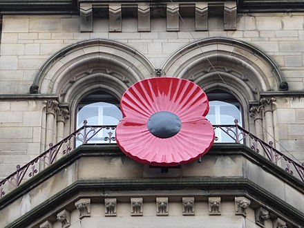 Big plastic poppy at Manchester Town Hall (November 2015) Remembrance Poppy an der Manchester Town Hall.JPG