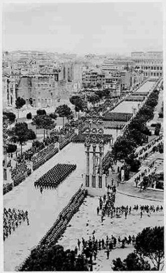 Via dei Fori Imperiali - Fascist military parade on the Via dell'Impero