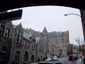 Royal Victoria Hospital, Montreal - Royal Vic entrance from Pine Avenue