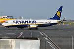 Ryanair, EI-ENH, Boeing 737-8AS (26195427223).jpg