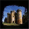 SAINT-VINCENT-LE-PALUEL (Dordogne) - 05 Château du Paluel à travers le châtelet d'entrée.jpg