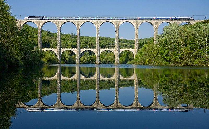 File:SNCF TGV PSE Viaduc de Cize - Bolozon.jpg