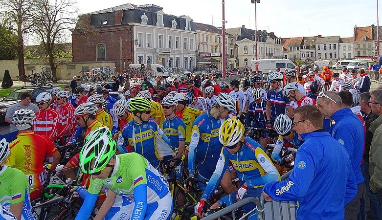 Saint-Amand-les-Eaux - Paris-Roubaix juniors, 12 avril 2015, départ (A77).JPG