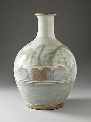 Onta ware - Onta ware sake bottle (tokkuri), 19th century