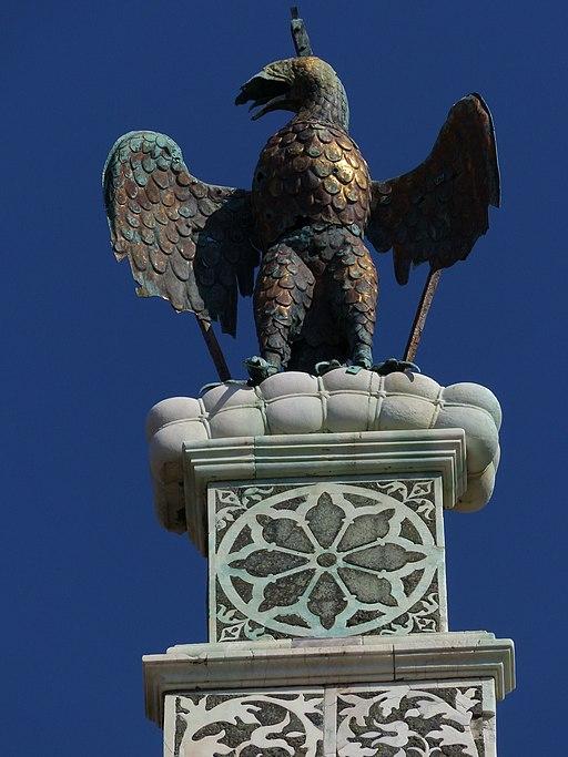 San Miniato al Monte, Firenze, l'aquila di rame che corona la facciata la facciata