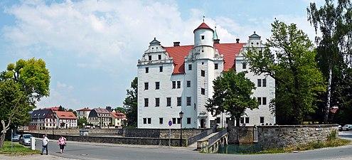 Greve bernadotte dod sorgeflagg pa slottet