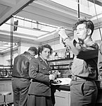 Science students at work in the laboratory at the US Army University, Shrivenham, Wiltshire, in 1945. D26028.jpg
