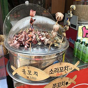 Skewer - Seafood skewers sold in South Korea: mun-kkochi (octopus skewers), sora-kkochi (horned turban skewers), jju-kkochi (webfoot octopus skewers)