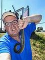 Selfie Peter van der Sluijs met een paling van 57 cm gevangen met de hengel.jpg