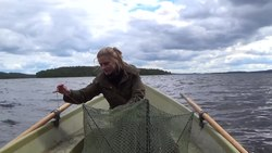 Tiedosto:Setting up a Katiska Fish Trap.webm
