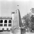 Shaheed Minar at DU old Kola Bhavan 21 Feb 1954.png