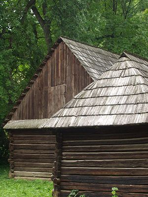 Wood shingle - A shake roof in Romania