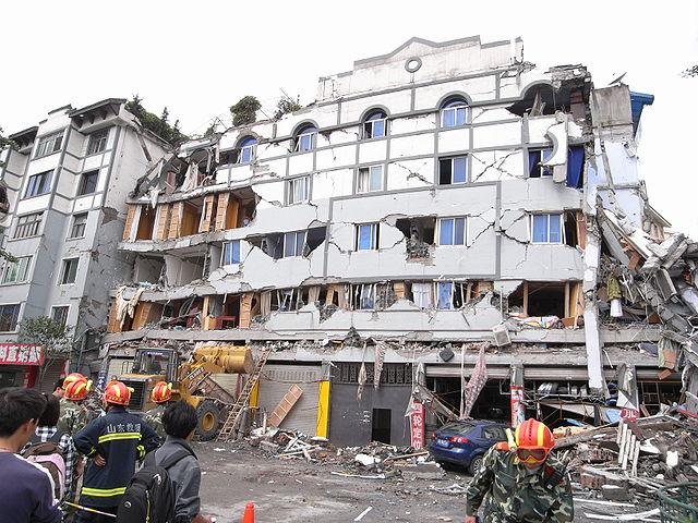 Budova zničená zemetrasením