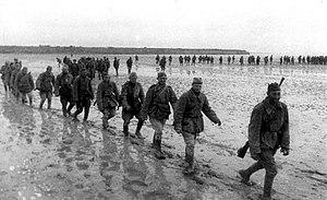 Sovietski vojaci pochodujúci cez sivaš