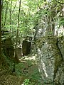 Skalni rozsedlina vysoky kamen.JPG