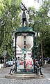 Skulptur Admiralstraße Ecke Kohlfurter Straße (Kreuz) Doppelgängeradmiral Seefried-Matejkova 1985.jpg