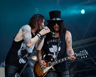 Myles Kennedy - Kennedy performing with Slash and The Conspirators in 2016
