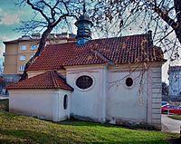 Smíchov, kaple Nanebevzetí Panny Marie ze strany.jpg