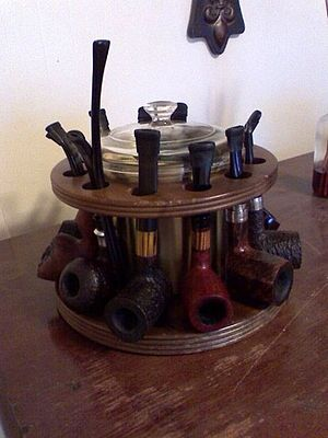 Pipe smoking -  A selection of various pipes on a circular pipe rack