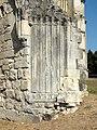 Soissons (02), abbaye Saint-Jean-des-Vignes, cloître gothique, galerie nord, piédroit gauche d'un ancien portail vers l'abbatiale.jpg