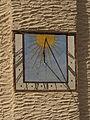 Sonnenuhr an der Kath. Pfarrkirche hll. Peter und Paul in Weitra.jpg