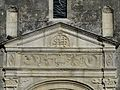 Sorges église fronton portail collatéral.JPG