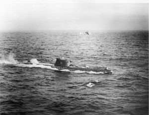 English: Soviet submarine B-59, forced to the ...