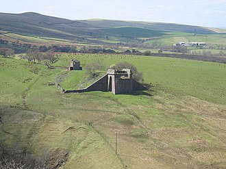 Belah Viaduct - The signal box and southwest abutment of the demolished Belah Viaduct, in 2006