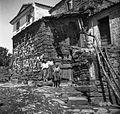 Stara razpadla hiša za seno (oder), zgoraj stara vrata z voltom (obokom), vrata z leseno osjo v podboju, Labor 1950 (3).jpg