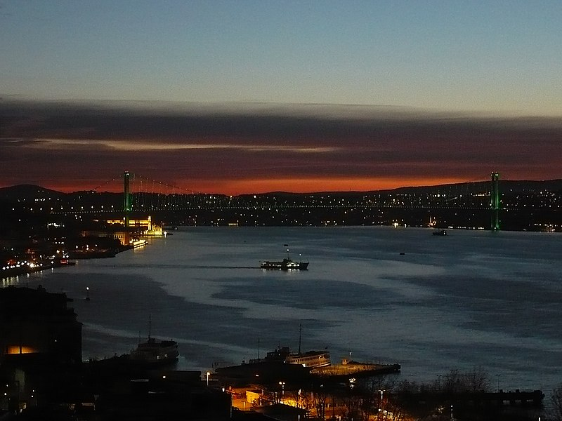 Dosya:Sunset Bosphorus Bridge from Cihangir.jpg